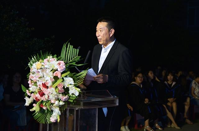 2017年在母校毕业生典礼上以优秀毕业生代表发表演讲